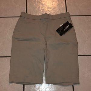 Sliming comfort waistband Bermuda shorts